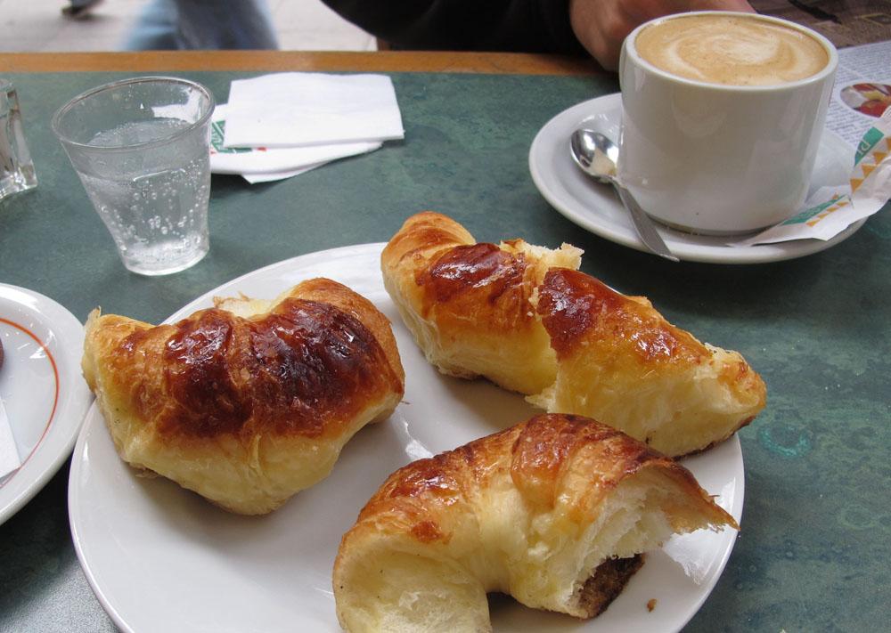 Medialunas Cafe Con Leche Buenoes Aires