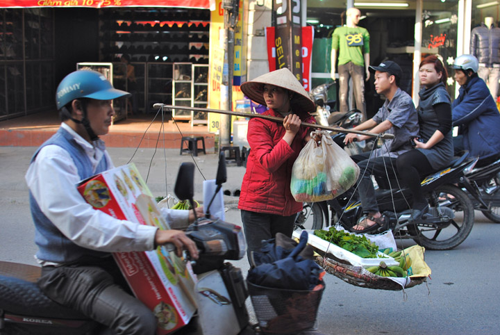 The Hanoian Haggle: Learning to Bargain in Vietnam