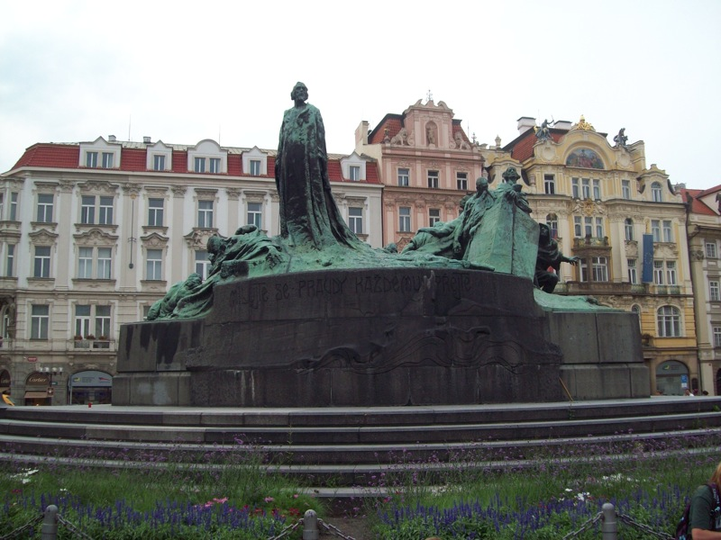 Prague On Foot: A Walking Guide through Ancient Europe